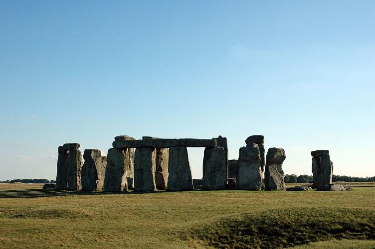stonehenge-1-1231677-1